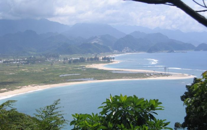 Lhoknga and Lampuuk from North, December 2005. All coastal vegetation was removed by the force of the tsunami