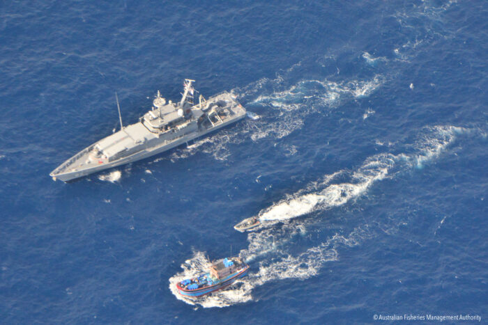 Australian patrol boats chase illegal fishers © Australian Fisheries Management Authority.